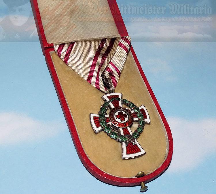 AUSTRIA – RED CROSS DECORATION – WAR SERVICE – ORIGINAL PRESENTATION CASE
