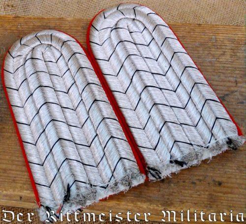 PRUSSIA - SHOULDER BOARDS - LUETNANT - M 1915 - GARDE-ULANEN-REGIMENT - Imperial German Military Antiques Sale