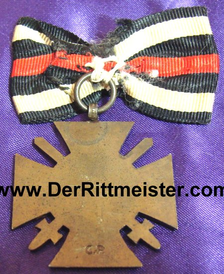 HINDENBURG CROSS WITH SWORDS - COMBATANTS MOUNTED - BOW - Imperial German Military Antiques Sale
