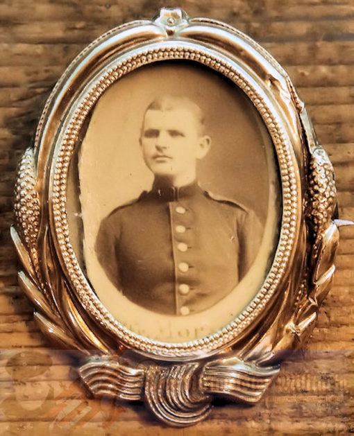 GERMANY - PATRIOTIC PIN - YOUNG SOLDIER'S PHOTOGRAPH