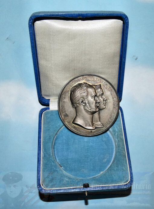 GERMANY - TABLE MEDAL - COMMEMORATING KAISER WILHELM AND HIS WIFE - IN THE ORIGINAL PRESENTATION CASE